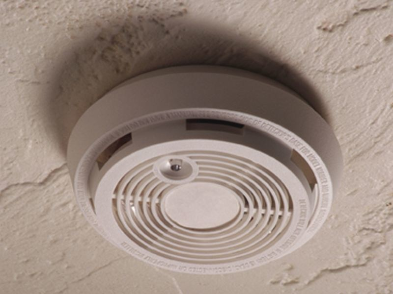 Smoke alarm with mother's voice wakes children faster